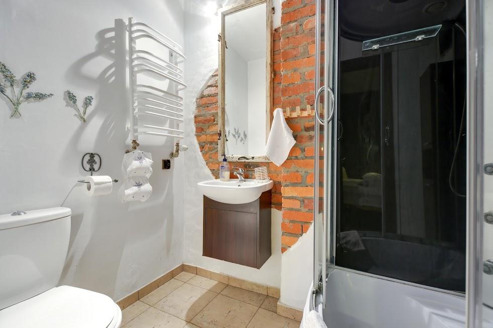 łazienka pokoju Na kocia łapę
