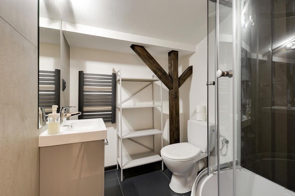 CZARNY KOT - poddasze - łazienka pokoju 4-5 osobowego.